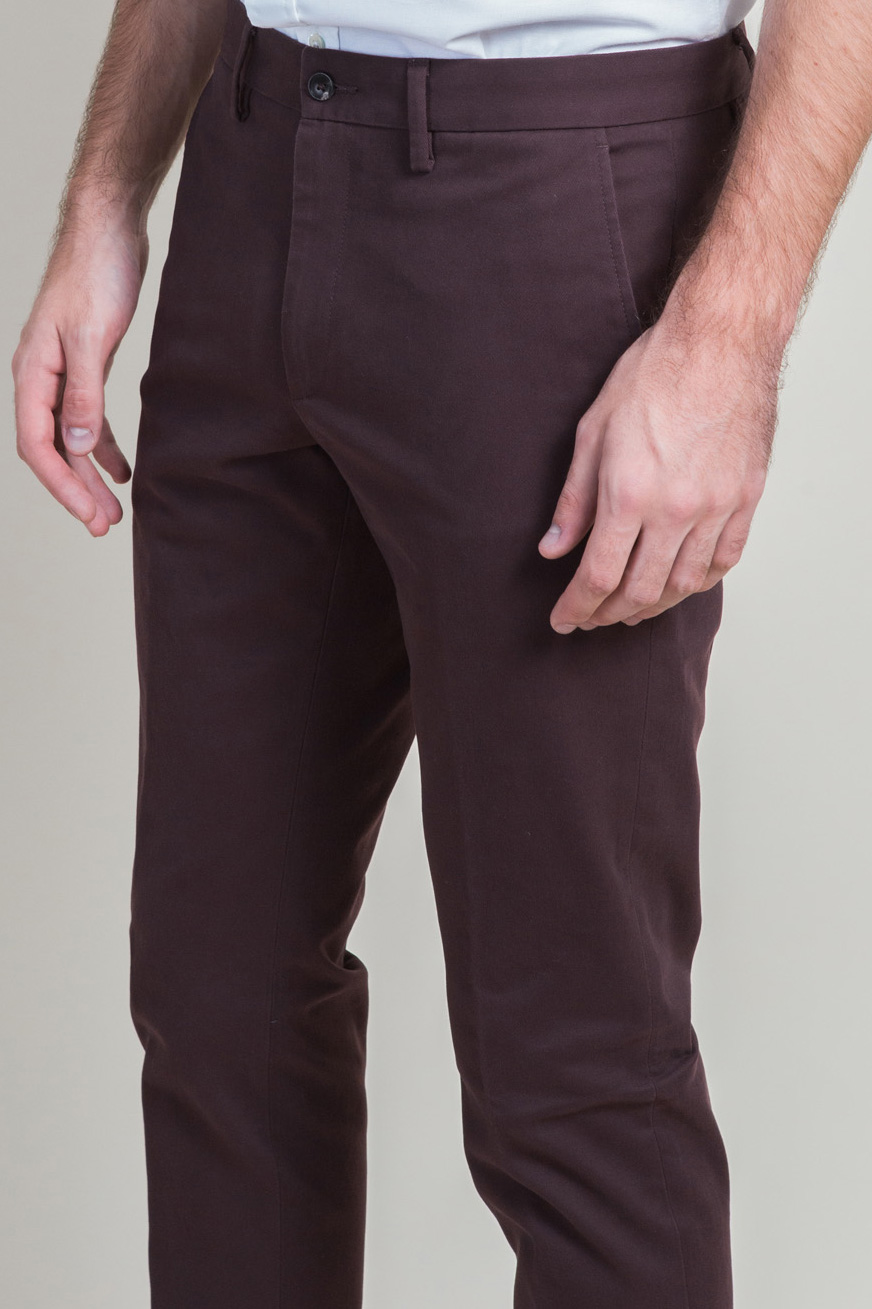 Zoom Chino Bordeaux Face