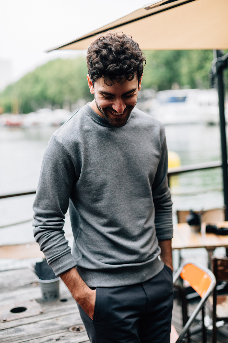 Portrait Sweatshirt gris lifestyle