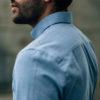 Enzo Oxford bleu pastel boutons bois épaule