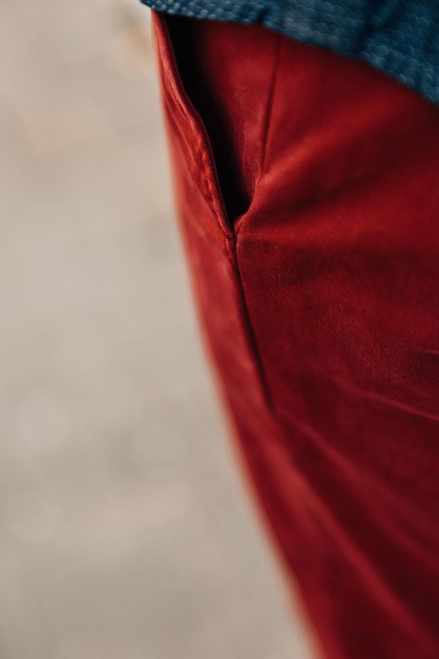 Chino rouge piment poche côté