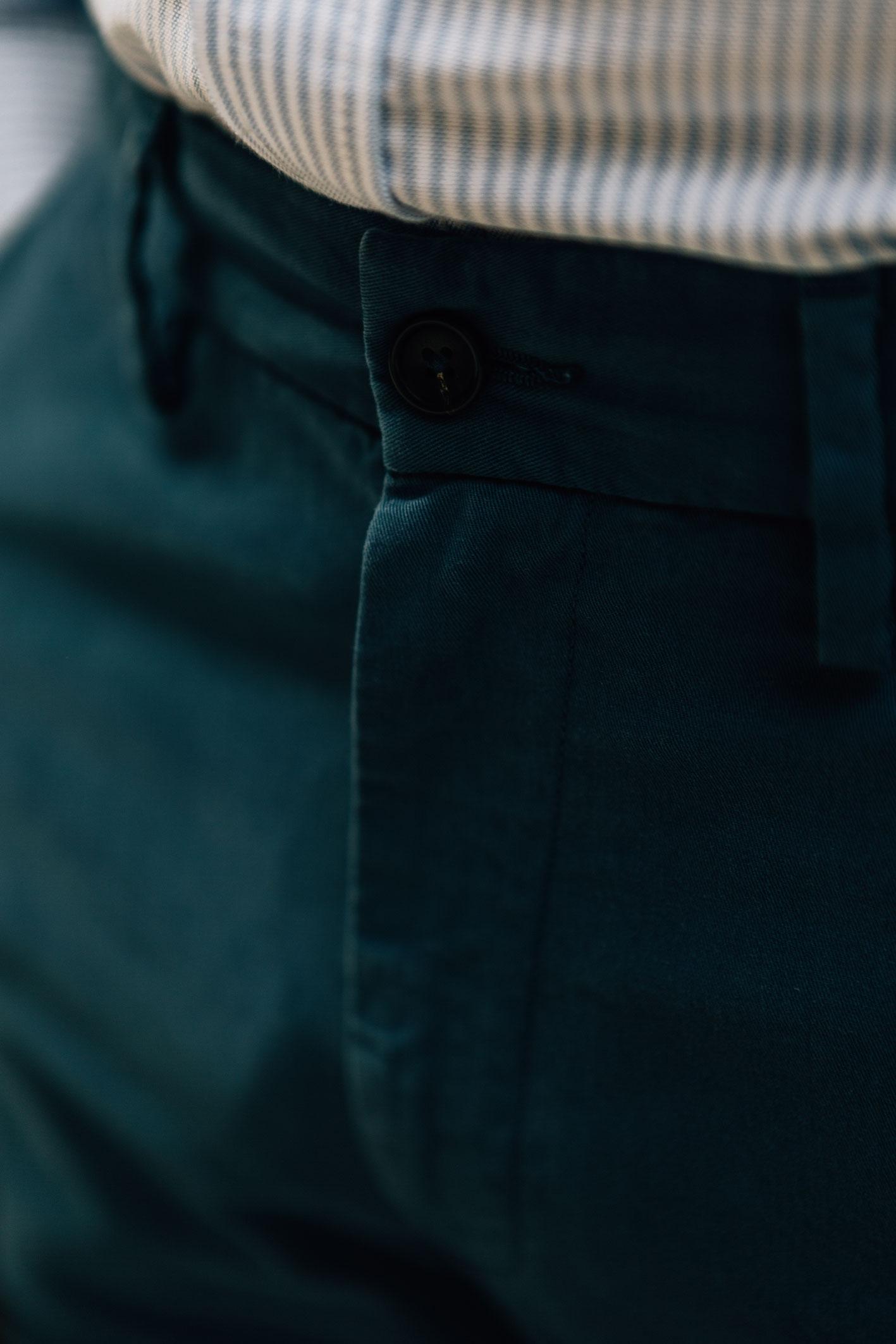 Chino bleu canard bouton