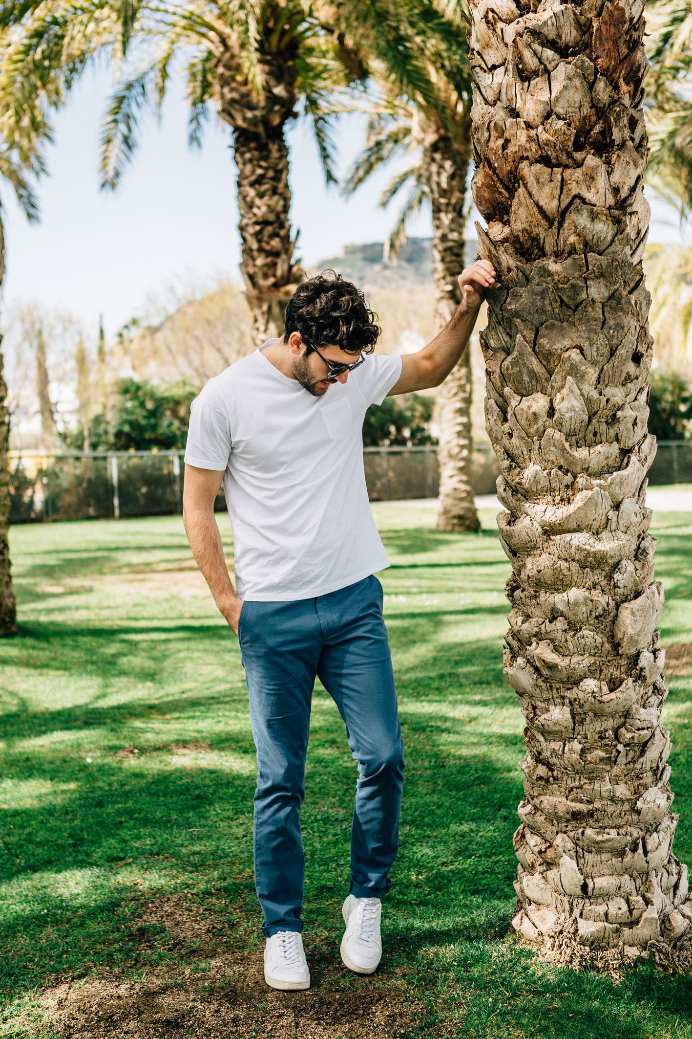 Chino bleu canard t-shirt blanc