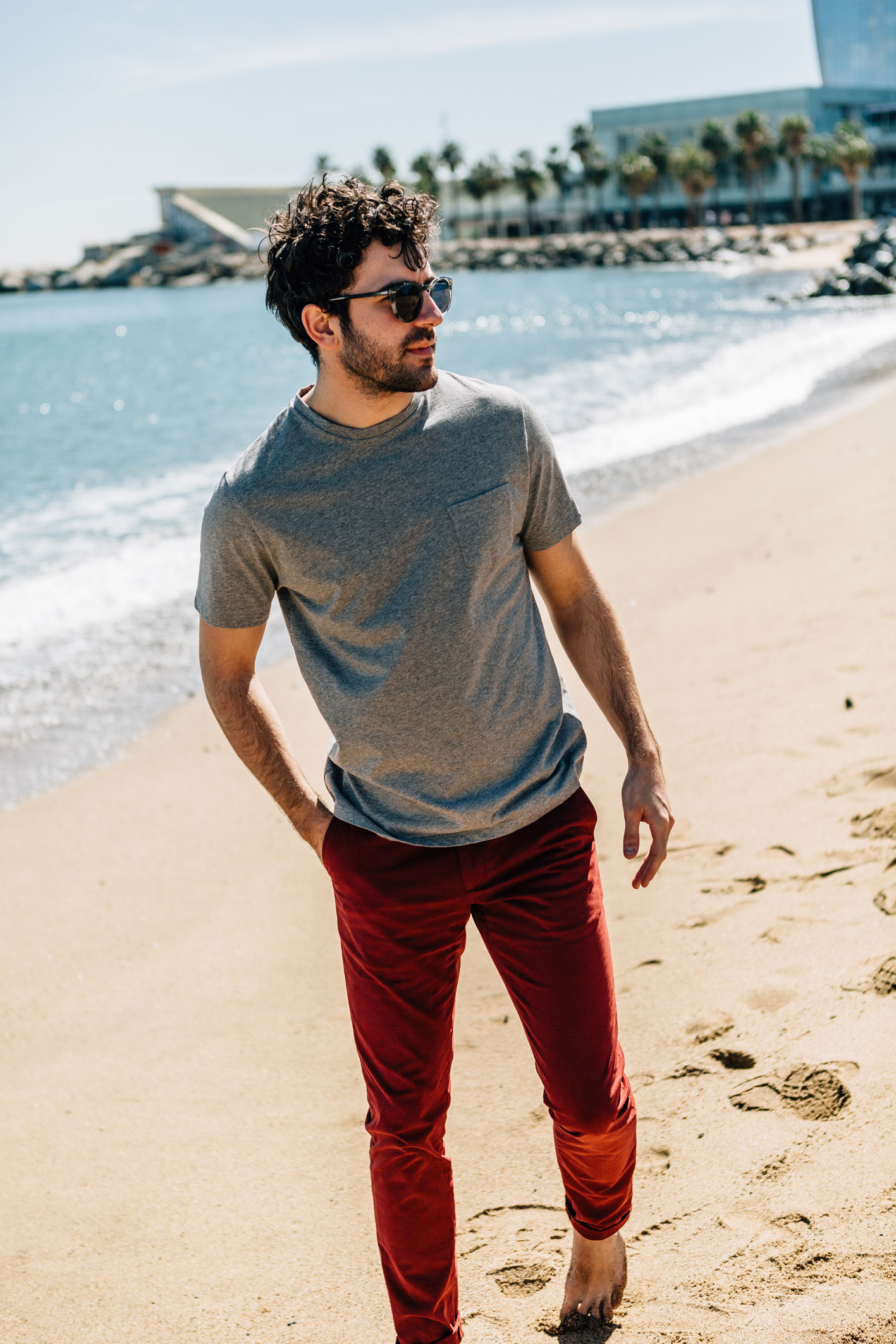 T-shirt gris perle chino rouge