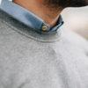 sweatshirt gris col boutons bois