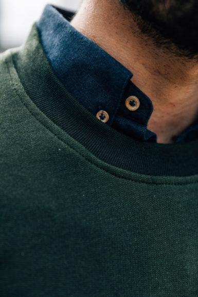 sweatshirt vert steppe close-up col